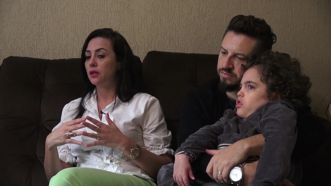 Documentário retrata as dificuldades rotineiras de mães de filhos com deficiência.