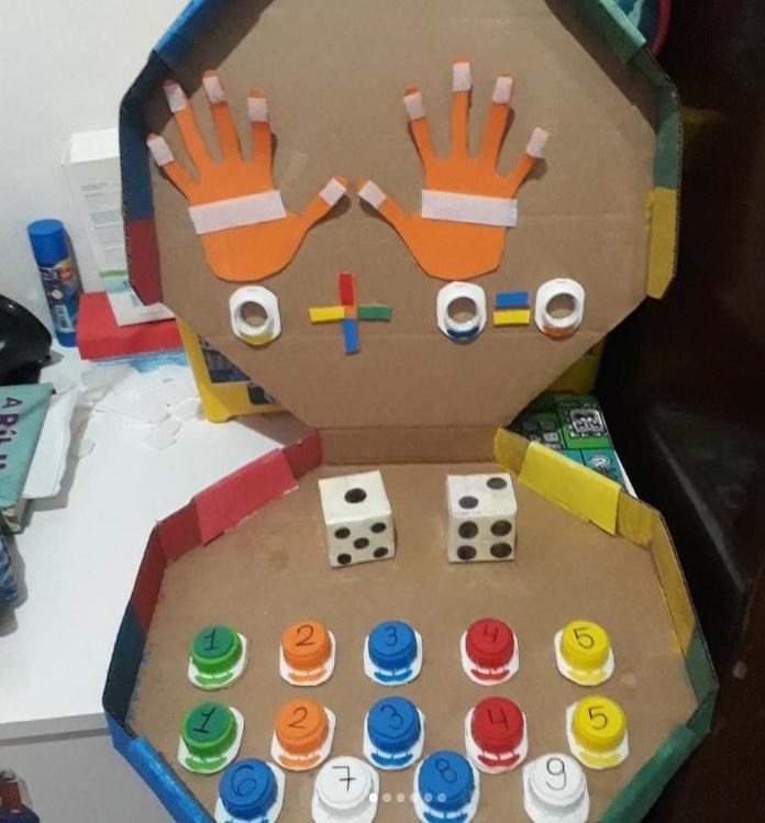 Mãe cria jogos com itens que tem em casa para estimular filho com autismo