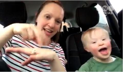 Mães de crianças com Síndrome de Down 'cantam' em libras contra o preconceito