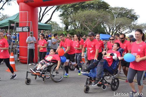 Novembro: corrida de rua para crianças e adultos em cadeiras de rodas