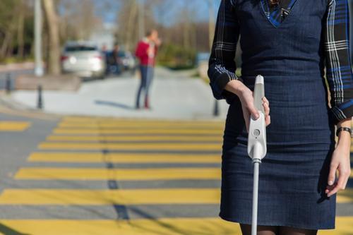 Engenheiro deficiente visual cria bengala com aviso sonoro e que se conecta com Google Maps