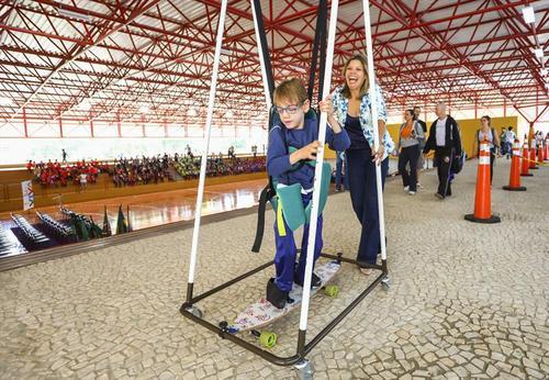 Prefeitura de Curitiba adquire brinquedos adaptados para crianças com deficiência