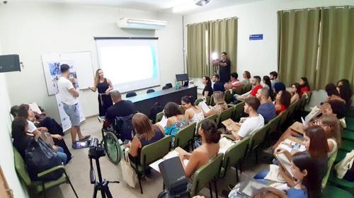 Programa Pulsar qualifica profissionais para ampliar acessibilidade ao entretenimento